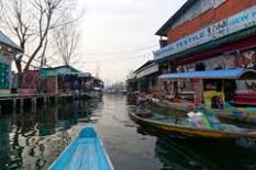 Shopping on Dal LAke